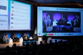Un escenario multipantalla para los responsables digitales de Mediaset y Atresmedia, que explicaron la relación entre Twitter y la televisión.